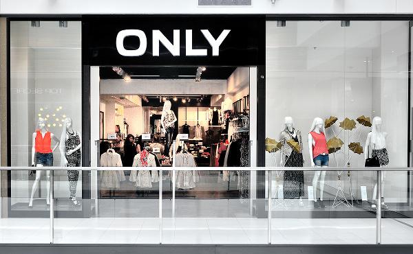 94c861a279043 Dostępna jest obecnie w ponad 6500 sklepach w całej Europie oraz na Bliskim  Wschodzie i cały czas rozszerza swój zasięg.